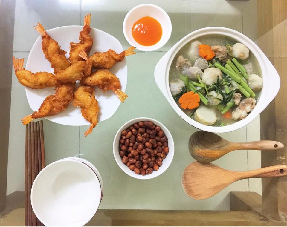 9x Hà Nội khiến MXH phát sốt vì 30 mâm cơm đẹp xuất sắc, chỉn chu đến từng cọng rau miếng thịt-18