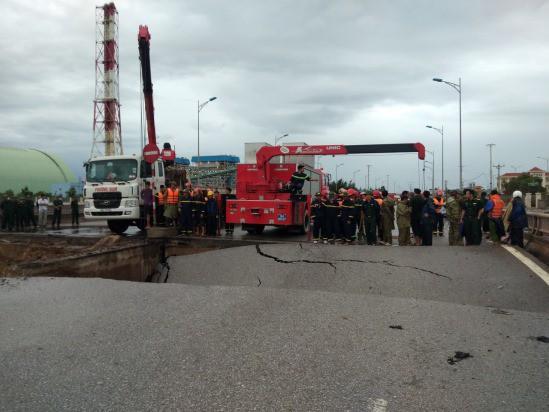 Bão số 2 giật cấp 11 đã đổ bộ vào đất liền, 2 người chết do sạt lở ở Thanh Hóa-2