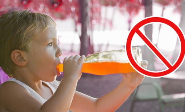 Chỉ mặt 4 loại nước khiến trẻ lùn tịt, ăn mãi không lớn, đừng dại cho con uống vào-1