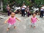 Bé gái hơn 3 kg chào đời còn nguyên trong túi ối-2
