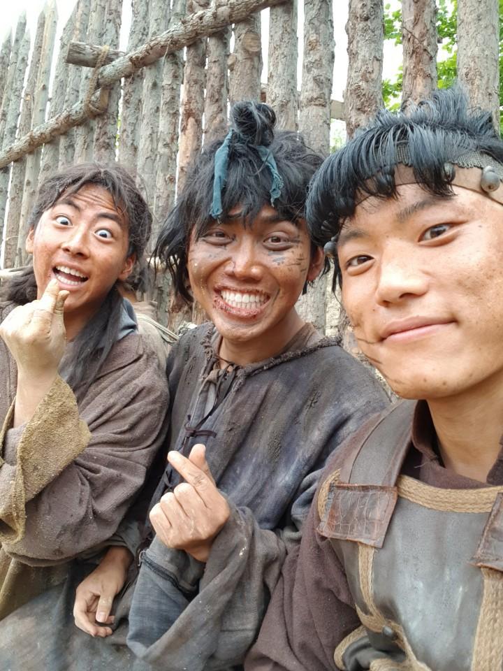 Diễn viên người Việt đóng trong bom tấn Asadal tiết lộ chi tiết đặc biệt về Song Joong Ki và tin đồn ngoại tình với bạn diễn trên phim trường-3