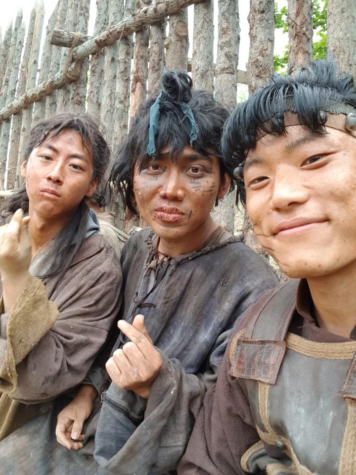 Diễn viên người Việt đóng trong bom tấn Asadal tiết lộ chi tiết đặc biệt về Song Joong Ki và tin đồn ngoại tình với bạn diễn trên phim trường-4