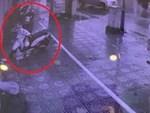 Nhân viên bảo vệ thờ ơ khi trộm bẻ khoá Honda SH-1