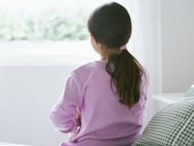 Con gái mách bị bác họ sàm sỡ nhưng câu nói của mẹ khiến ai cũng phẫn nộ