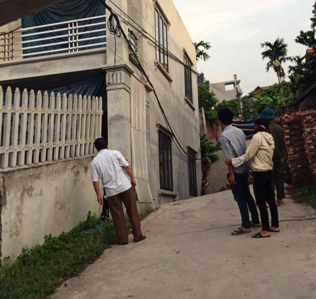 """Di dời 3 hộ dân quanh hố tử thần nuốt"""" ngôi nhà 2 tầng ở Hà Nội-1"""