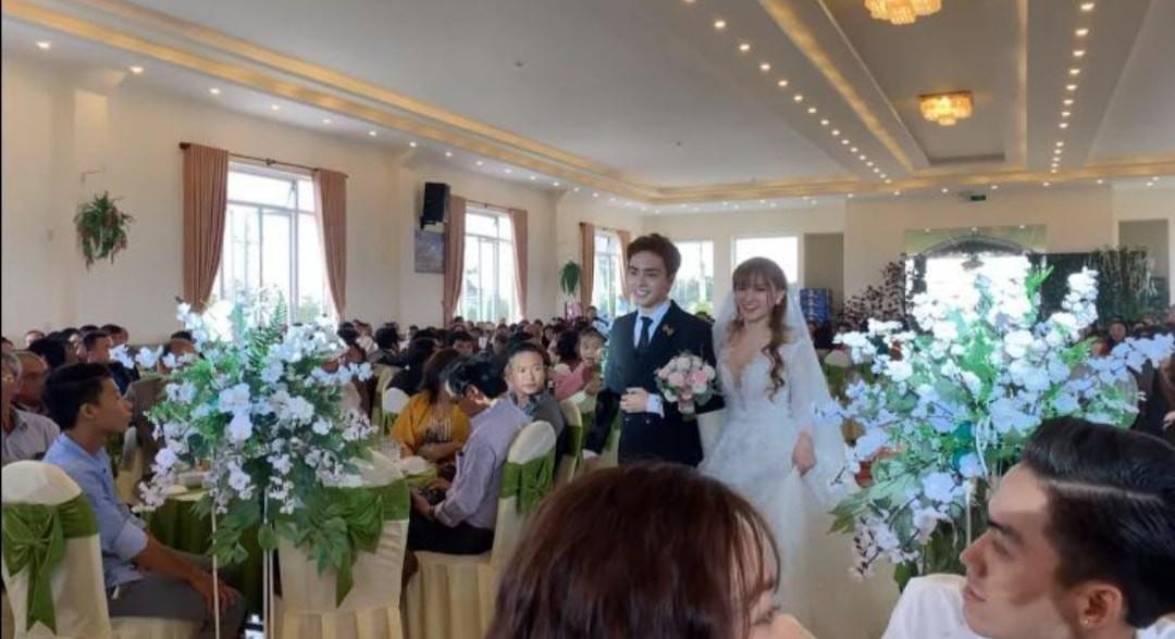 Rò rỉ hình ảnh trong đám cưới của Thu Thủy và chồng trẻ kém 10 tuổi ở quê nhà Đà Lạt, dân mạng bán tín bán nghi?-2