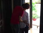 Về nhà đi con: Cận cảnh màn hôn môi lần 2 nóng tỷ độ của Huệ - Quốc khiến Dương ghen tuông loạn trí-12
