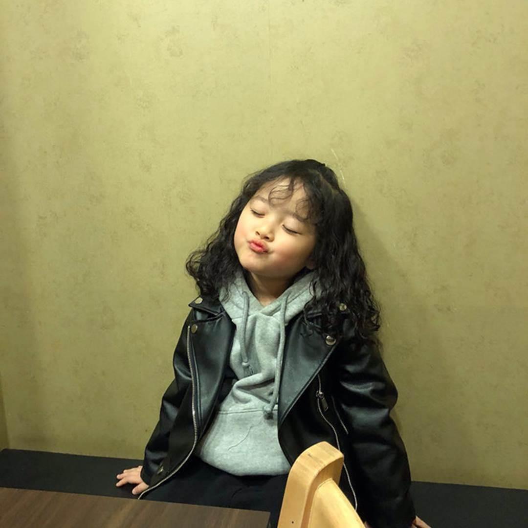 Hot kid Hàn có 1,7 triệu follow khoe mặc áo dài, đội nón lá ở Đà Nẵng-10