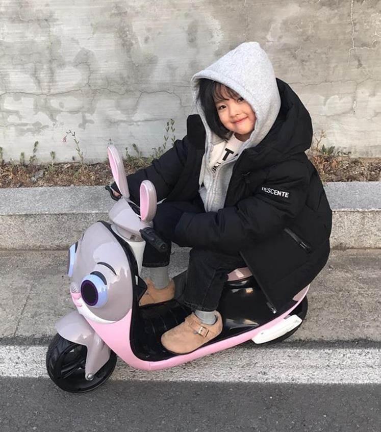 Hot kid Hàn có 1,7 triệu follow khoe mặc áo dài, đội nón lá ở Đà Nẵng-11