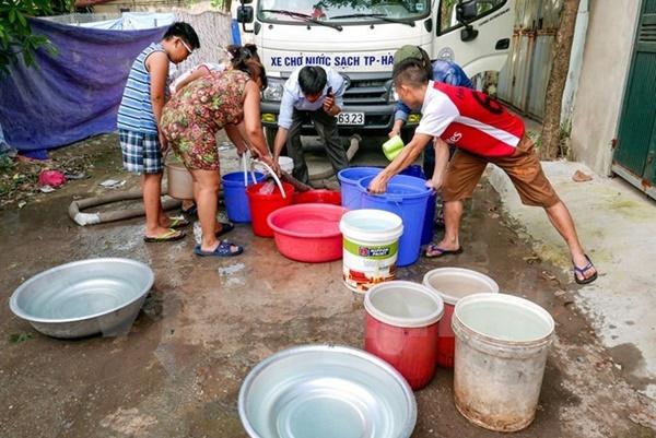 Hà Nội: Nguy cơ ngừng cấp nước sạch từ chiều 5/7 khiến người dân hoang mang-1