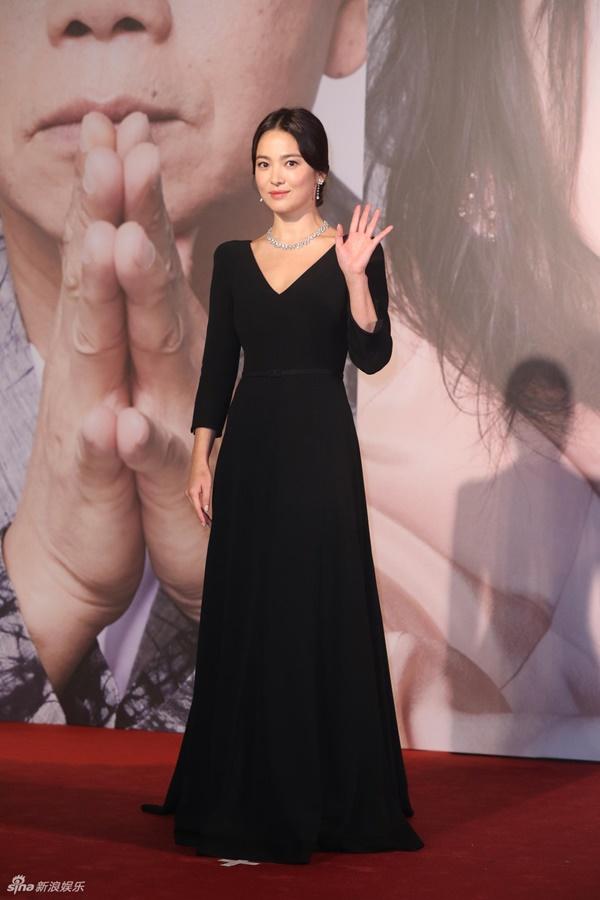 Báo Hong Kong đưa tin Song Hye Kyo có đại gia chăm sóc, tặng bất động sản, Song Joong Ki tức giận đâm đơn ly hôn-2