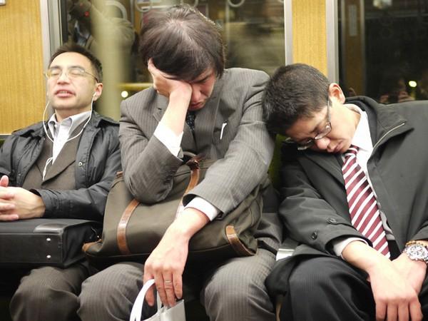 Bóng đen bao trùm xã hội Nhật Bản: Con người ngày càng dễ nổi nóng, mất kiểm soát và bạo lực hơn vì những lý do không phải ai cũng nhận ra-4