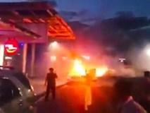 Xế hộp bất ngờ bốc cháy nghi ngút ở sân bay Đà Nẵng