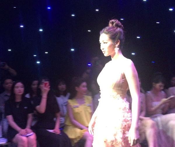 Đỗ Mỹ Linh lộ diện ngay sau khi bị bóc phốt người yêu, làm vedette thời trang tại Hà Nội-2