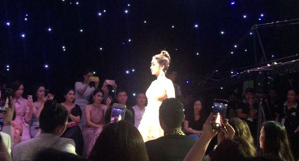 Đỗ Mỹ Linh lộ diện ngay sau khi bị bóc phốt người yêu, làm vedette thời trang tại Hà Nội-4