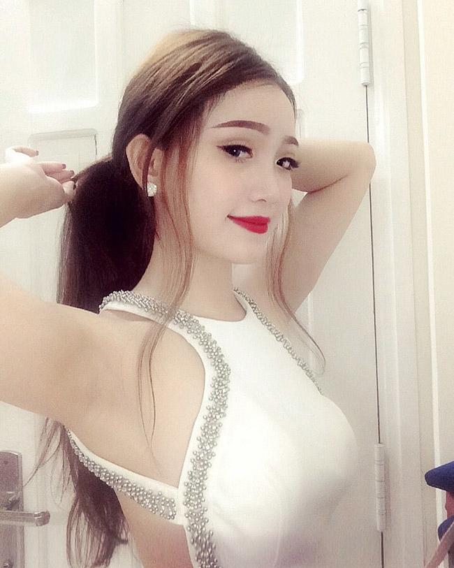 Đây chính là cô gái gợi cảm nhất nhì dàn WAGs Việt-18