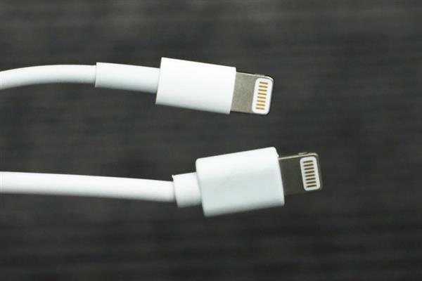 Giải phẫu cáp sạc iPhone hàng giả và hàng xịn, đừng bao giờ tiếc tiền cho phụ kiện công nghệ này-6
