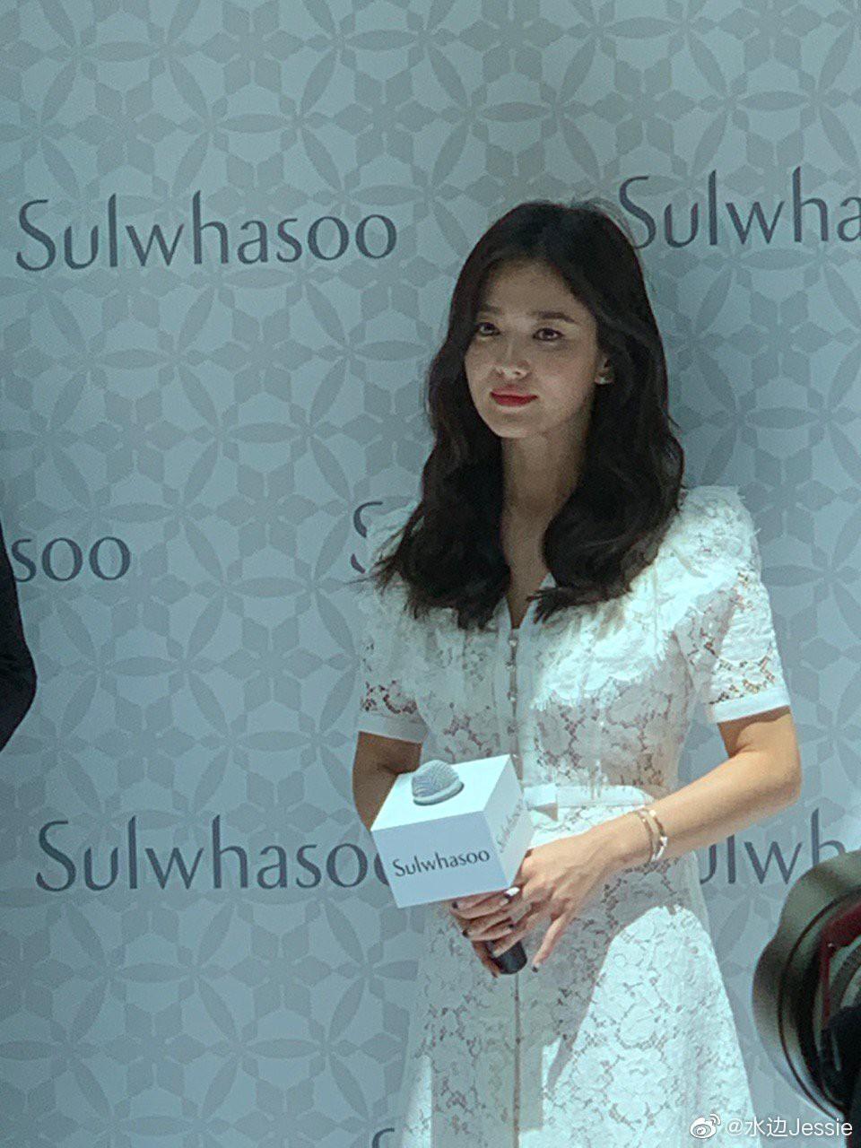 HOT: Song Hye Kyo lần đầu lộ diện sau vụ ly hôn ngàn tỷ, nhan sắc cực phẩm nhưng lại tiều tụy đến xót xa-4