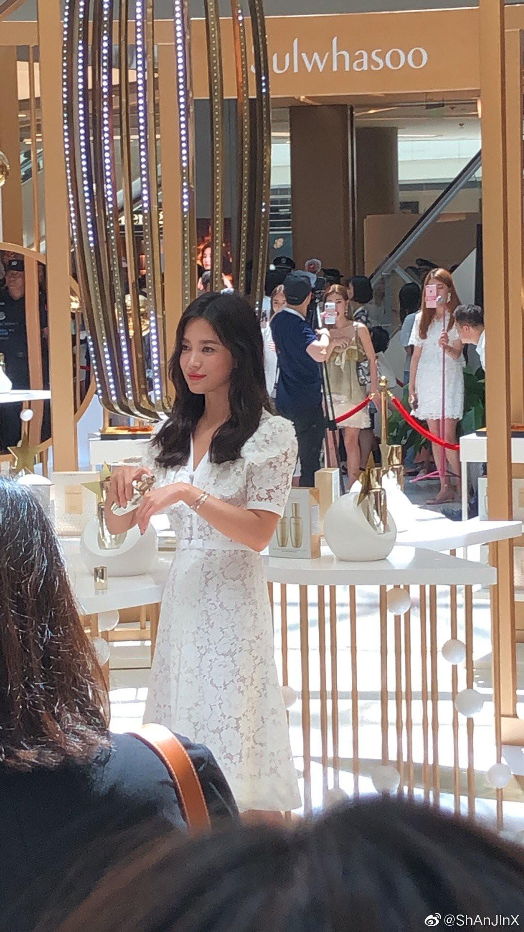 HOT: Song Hye Kyo lần đầu lộ diện sau vụ ly hôn ngàn tỷ, nhan sắc cực phẩm nhưng lại tiều tụy đến xót xa-9