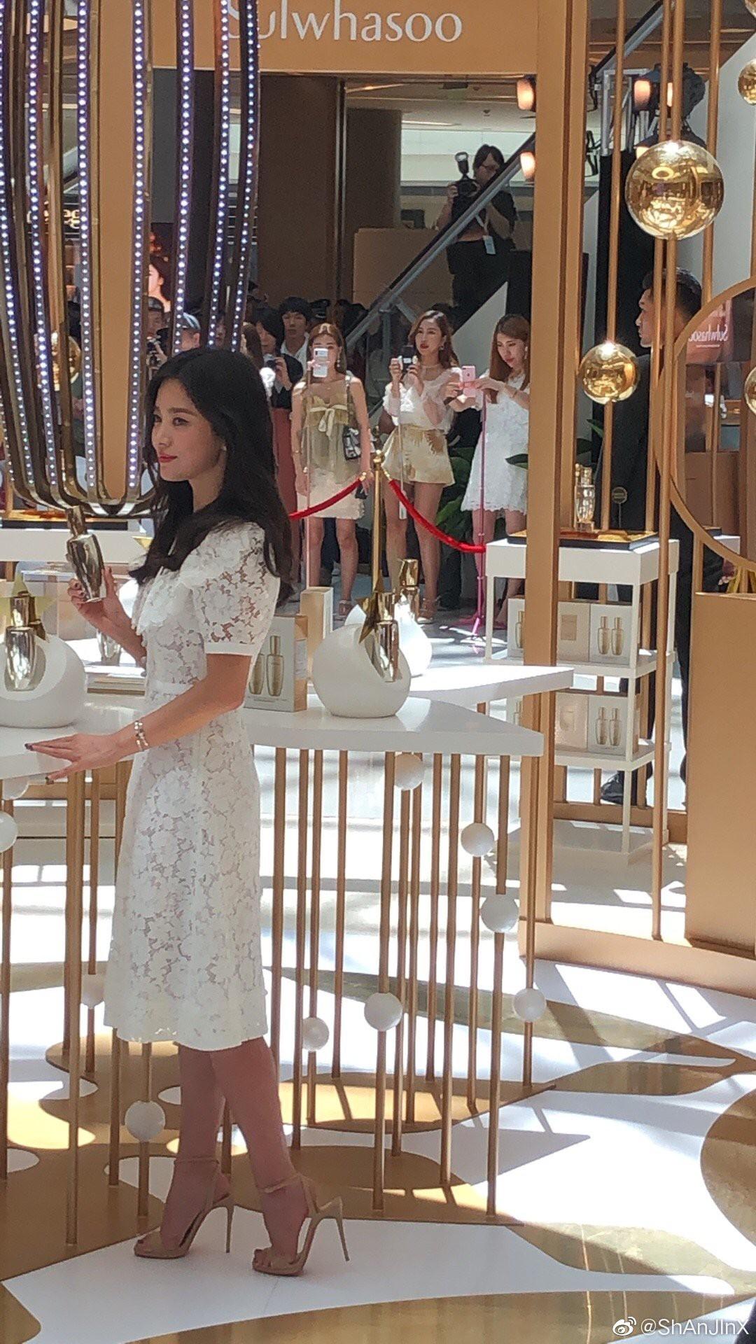 HOT: Song Hye Kyo lần đầu lộ diện sau vụ ly hôn ngàn tỷ, nhan sắc cực phẩm nhưng lại tiều tụy đến xót xa-11