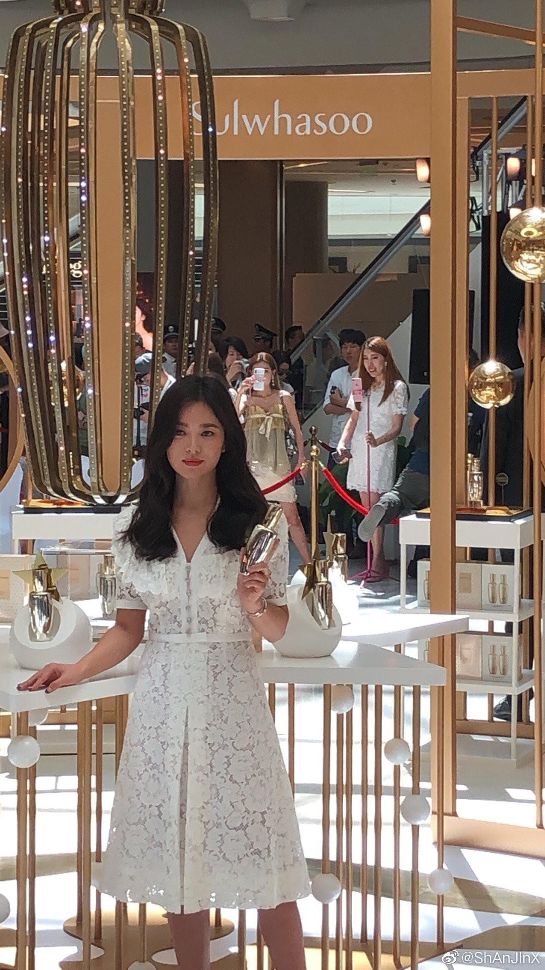 HOT: Song Hye Kyo lần đầu lộ diện sau vụ ly hôn ngàn tỷ, nhan sắc cực phẩm nhưng lại tiều tụy đến xót xa-12