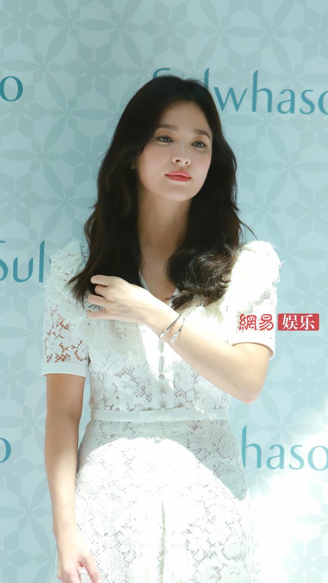 HOT: Song Hye Kyo lần đầu lộ diện sau vụ ly hôn ngàn tỷ, nhan sắc cực phẩm nhưng lại tiều tụy đến xót xa-13