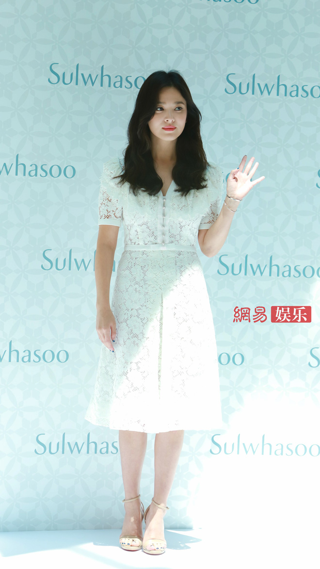 HOT: Song Hye Kyo lần đầu lộ diện sau vụ ly hôn ngàn tỷ, nhan sắc cực phẩm nhưng lại tiều tụy đến xót xa-16