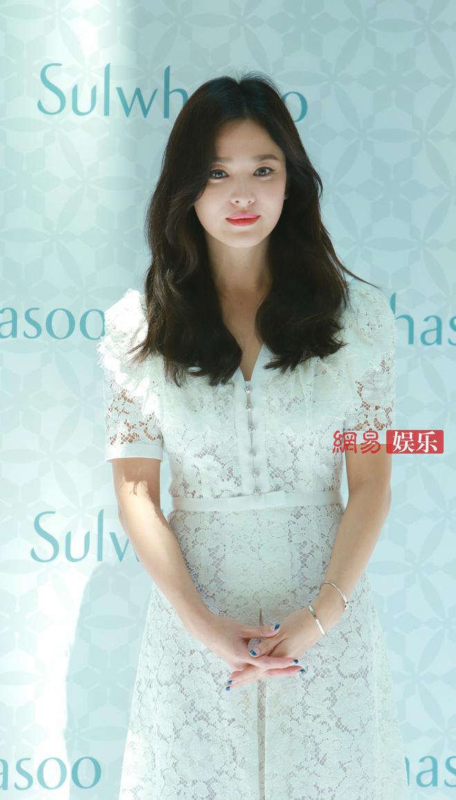 HOT: Song Hye Kyo lần đầu lộ diện sau vụ ly hôn ngàn tỷ, nhan sắc cực phẩm nhưng lại tiều tụy đến xót xa-17