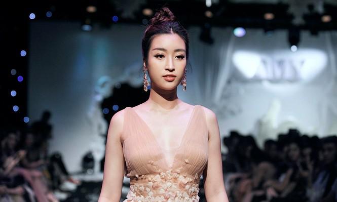 Bị hỏi quá nhiều, Hoa hậu Đỗ Mỹ Linh đành lên tiếng trước tin đồn hẹn hò với tình cũ của Á hậu Tú Anh-2