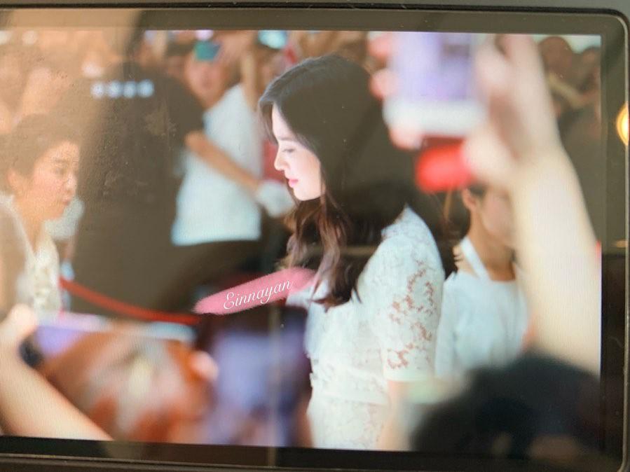 Loạt ảnh chụp vội của Song Hye Kyo gây sốt giữa bão ly hôn: Đúng là nhan sắc, thần thái bất chấp tất cả!-1