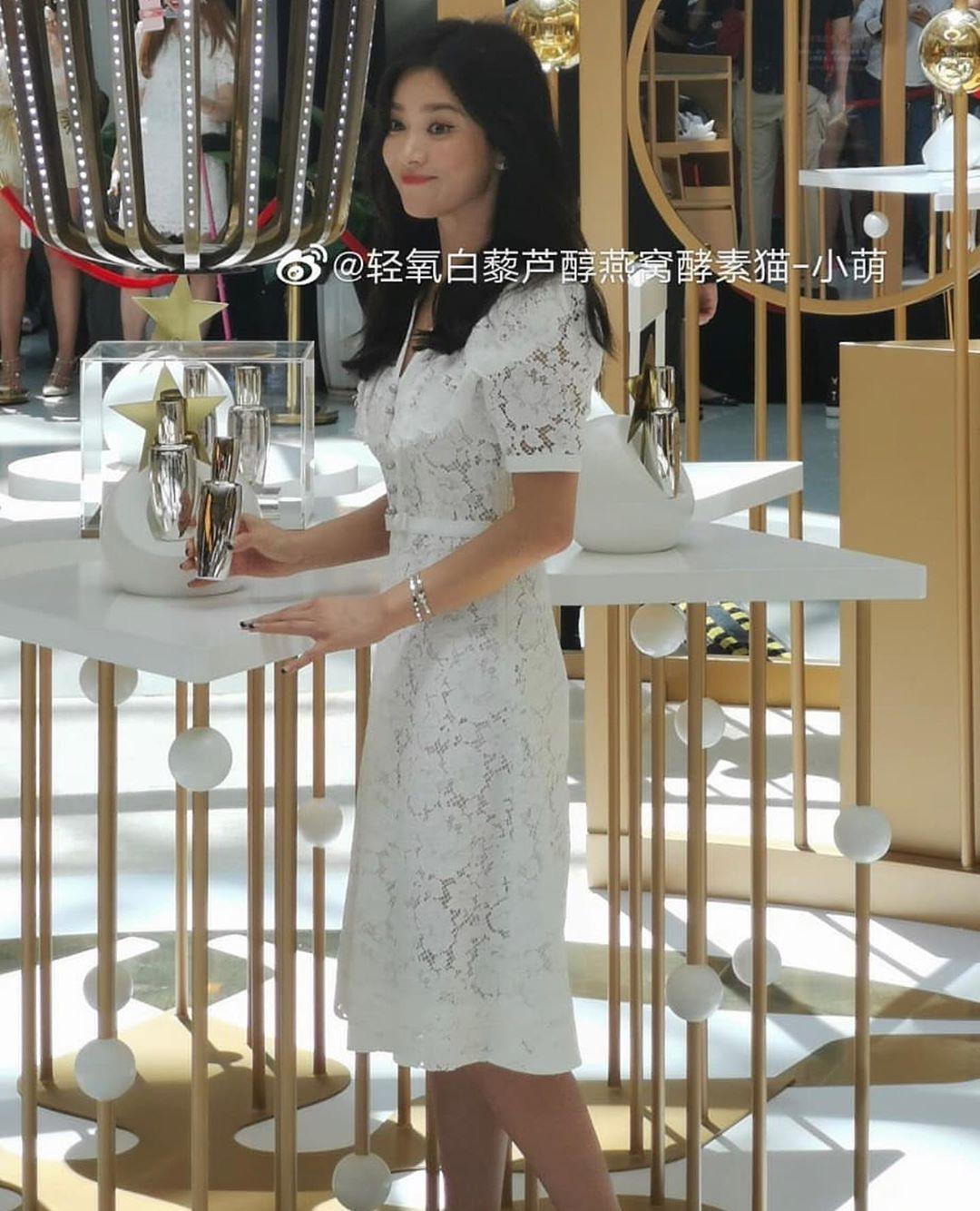 Loạt ảnh chụp vội của Song Hye Kyo gây sốt giữa bão ly hôn: Đúng là nhan sắc, thần thái bất chấp tất cả!-2