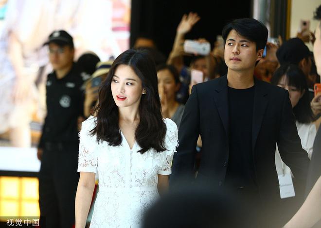 Loạt ảnh chụp vội của Song Hye Kyo gây sốt giữa bão ly hôn: Đúng là nhan sắc, thần thái bất chấp tất cả!-9