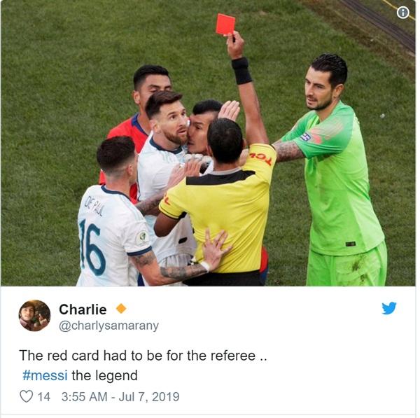 Cộng đồng mạng bất bình, phẫn nộ khi chứng kiến Messi phải nhận chiếc thẻ đỏ gây tranh cãi-6