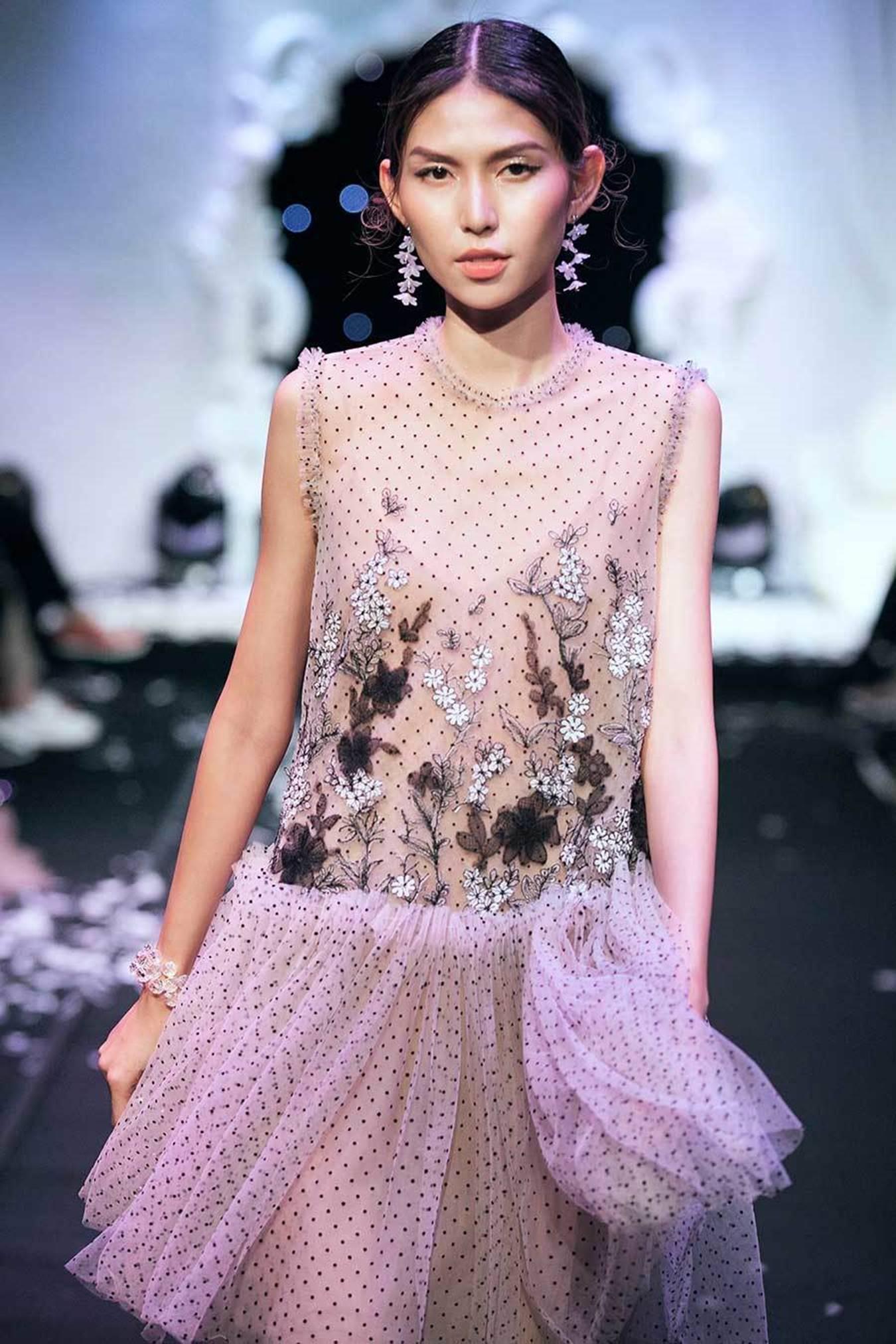 Hoa hậu Mỹ Linh xuất hiện rạng rỡ sau khi lộ ảnh hôn em trai BTV Ngọc Trinh-10