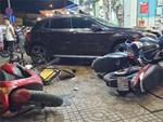 Hà Nội: Tài xế lăn ra ngủ khi đang đi ô tô giữa phố khiến lực lượng chức năng phải huy động cả cứu thương, cứu hỏa đến hỗ trợ-4