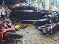TP.HCM: Nữ tài xế lái Mercedes tông hàng loạt xe máy, nhiều người nằm la liệt trên đường