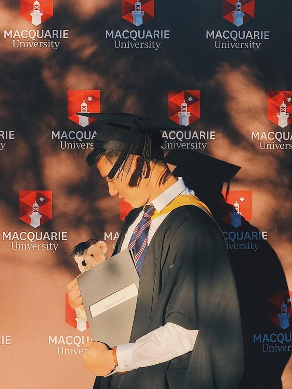 Thầy giáo Việt hot nhất MXH những ngày qua: Đẹp trai cao ráo như người mẫu, là thạc sĩ Ngôn ngữ tại Úc-2