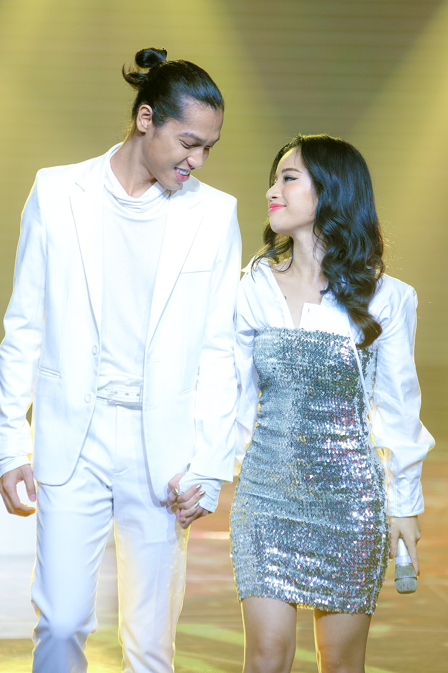 The Voice: Bị chỉ trích thiên vị gái xinh, Hồ Hoài Anh bất ngờ phản pháo ngay trên sóng truyền hình-8