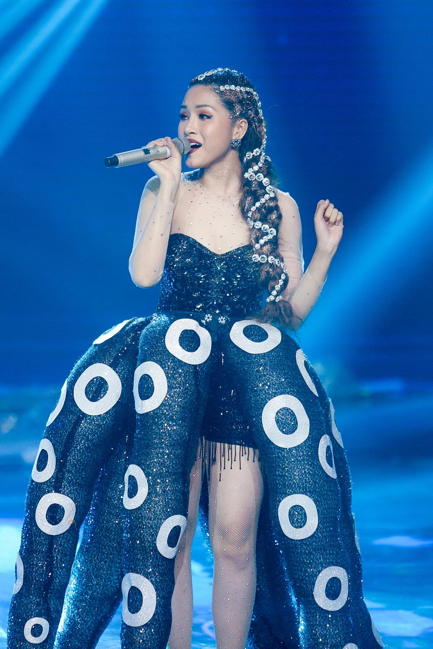 The Voice: Bị chỉ trích thiên vị gái xinh, Hồ Hoài Anh bất ngờ phản pháo ngay trên sóng truyền hình-10