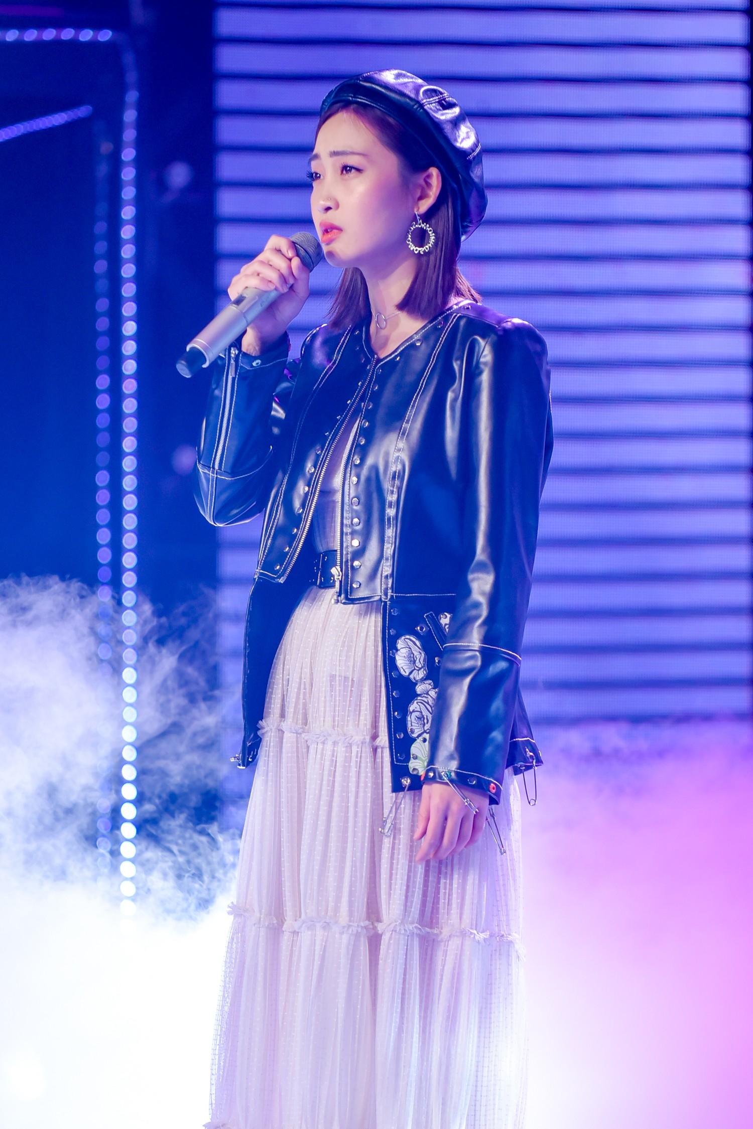 The Voice: Bị chỉ trích thiên vị gái xinh, Hồ Hoài Anh bất ngờ phản pháo ngay trên sóng truyền hình-3