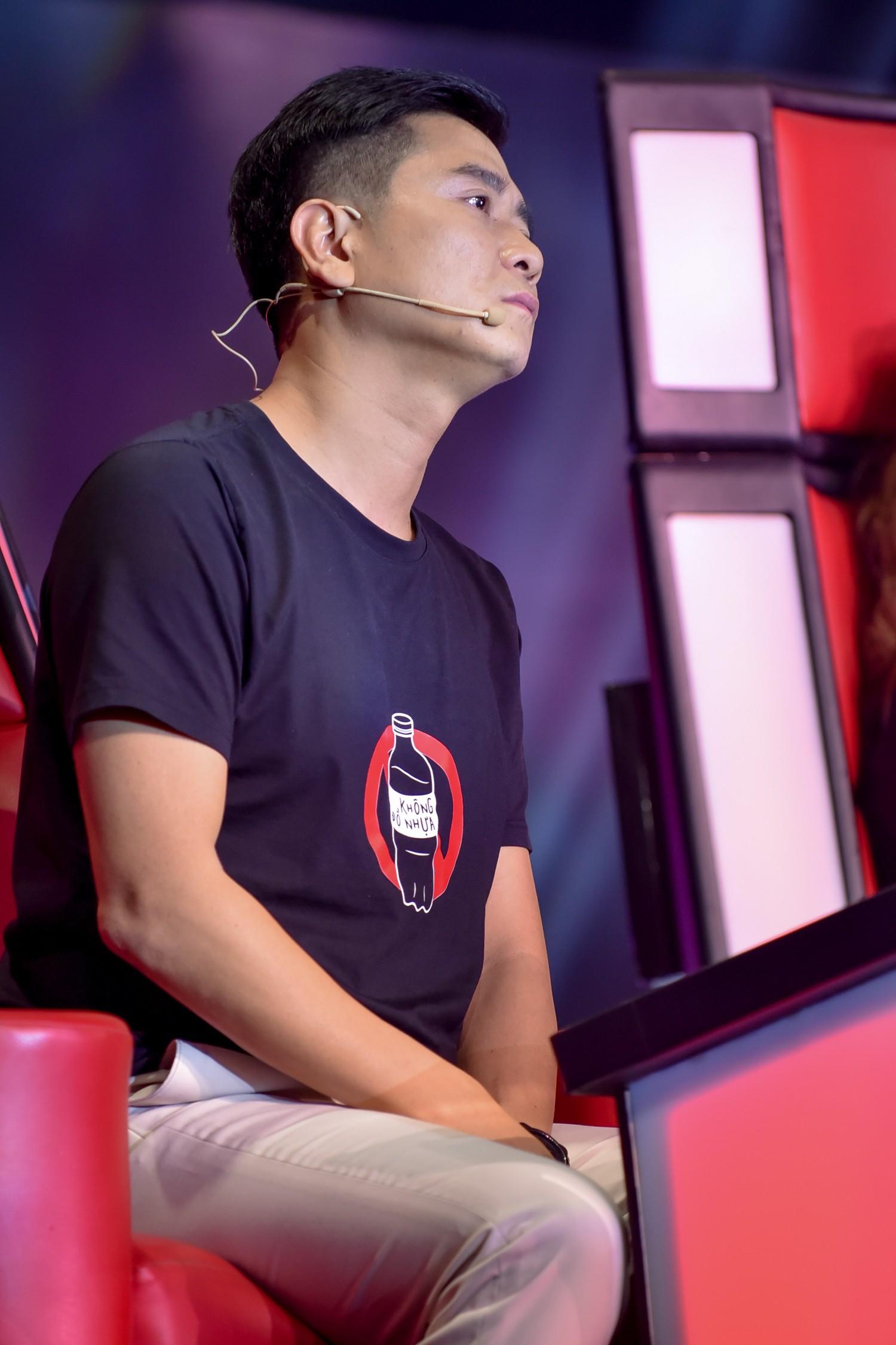 The Voice: Bị chỉ trích thiên vị gái xinh, Hồ Hoài Anh bất ngờ phản pháo ngay trên sóng truyền hình-1