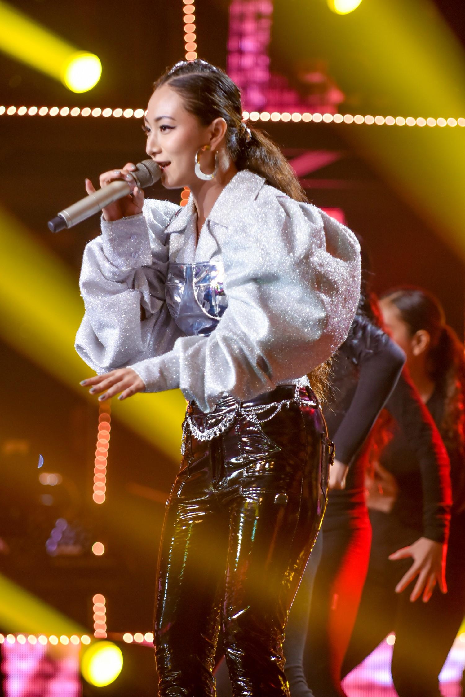 The Voice: Bị chỉ trích thiên vị gái xinh, Hồ Hoài Anh bất ngờ phản pháo ngay trên sóng truyền hình-11