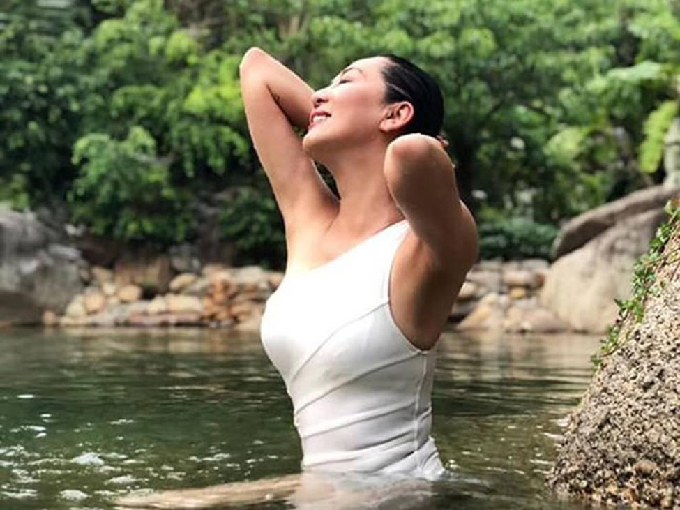 MC Nguyễn Cao Kỳ Duyên, Chiều Xuân... gần 60 có body đủ sexy để mặc bikini-6