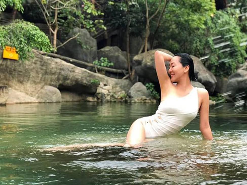 MC Nguyễn Cao Kỳ Duyên, Chiều Xuân... gần 60 có body đủ sexy để mặc bikini-8