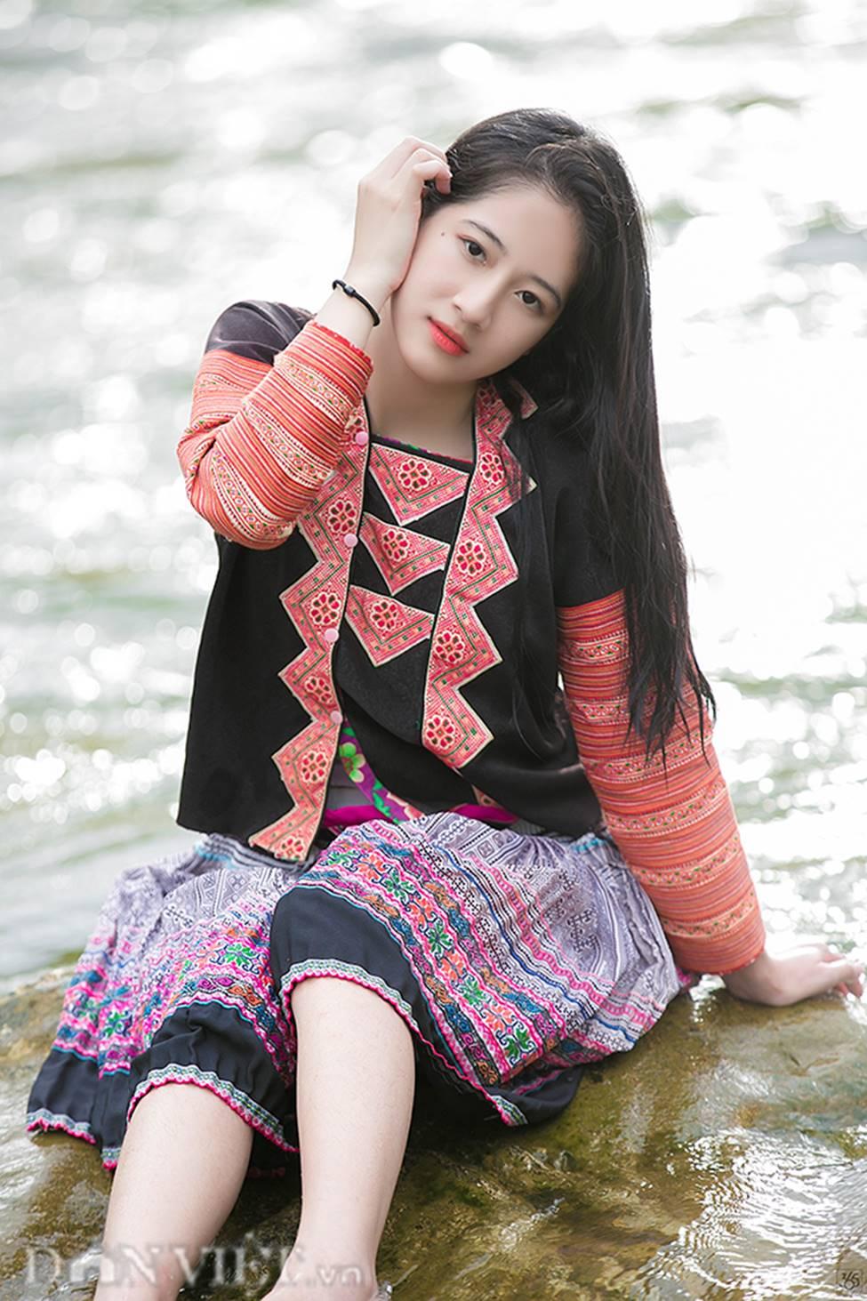 Vẻ đẹp tinh khiết của Hoàng Thùy Linh 9X thay thế hot girl Trâm Anh-10