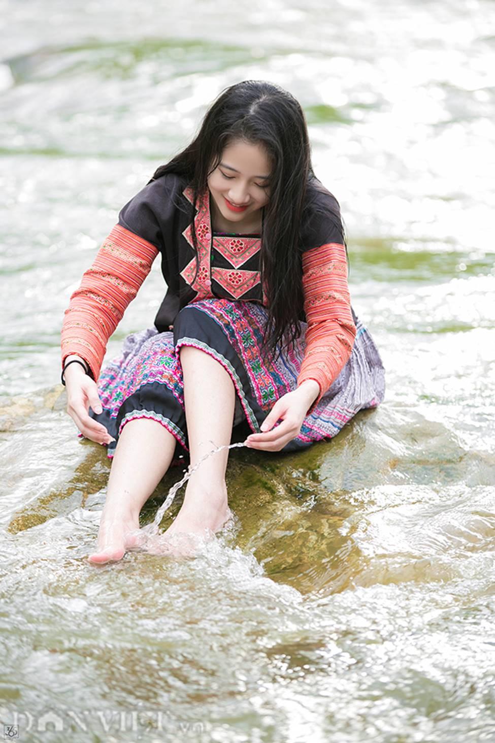 Vẻ đẹp tinh khiết của Hoàng Thùy Linh 9X thay thế hot girl Trâm Anh-11