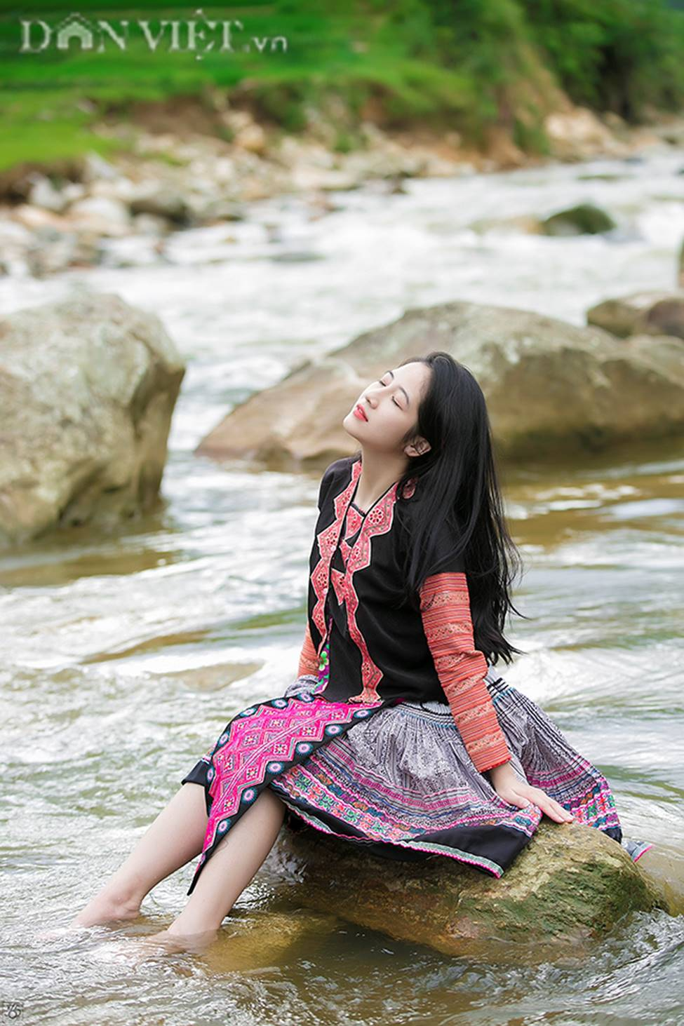 Vẻ đẹp tinh khiết của Hoàng Thùy Linh 9X thay thế hot girl Trâm Anh-7