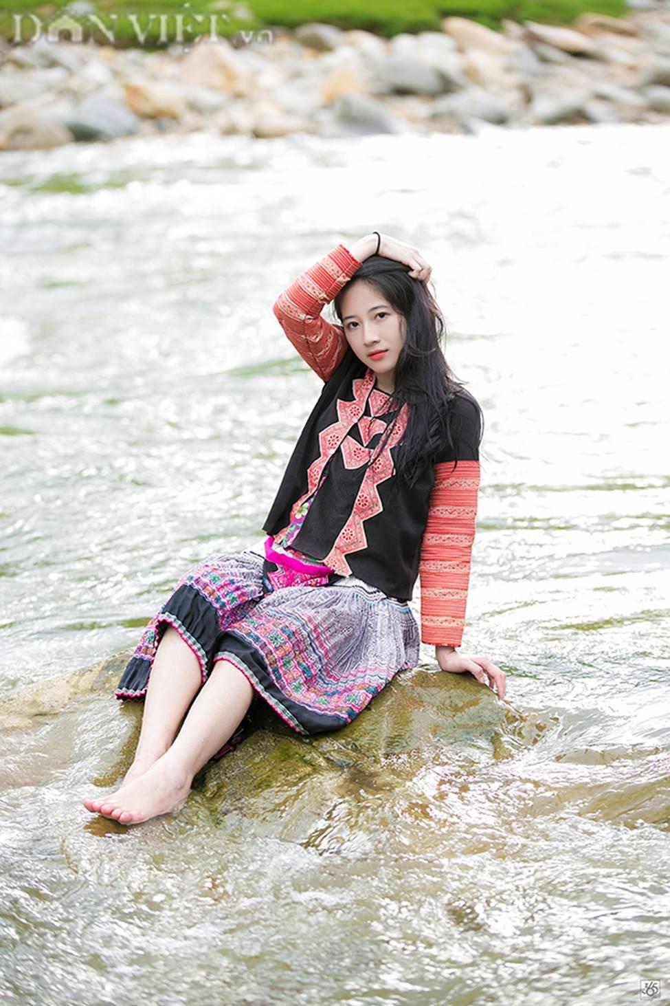 Vẻ đẹp tinh khiết của Hoàng Thùy Linh 9X thay thế hot girl Trâm Anh-8