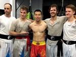 Flores đã tới võ đường của Từ Hiểu Đông ở Bắc Kinh, sẵn sàng tỉ thí võ sĩ MMA-3