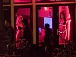 Sợ bệnh tật, khách du lịch dần từ bỏ các khu đèn đỏ mại dâm ở châu Á-4